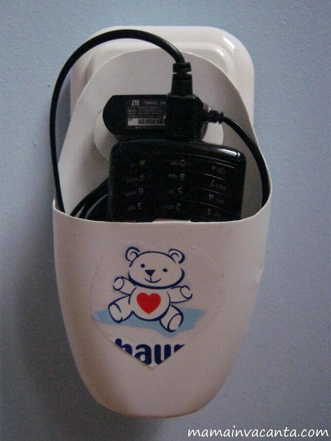 organizatoare, cabluri, incarcatoare telefon din flacoane de sampon