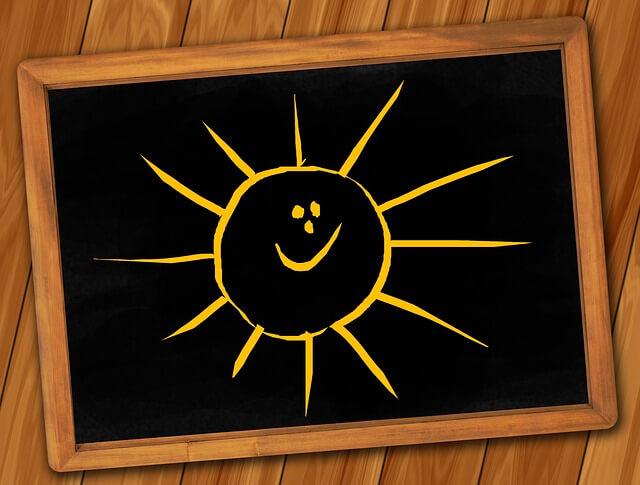 cum se invata usor si rapid, tabla neagra cu soare zambitor, zi de scoala bucuroasa, e bine la scoala