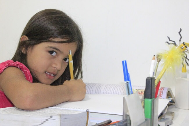 cum se invata usor si rapid, dificultati de invatare, copil care-si face temele de casa